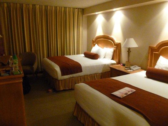 Eldorado Resort Casino : Clean bedroom with a feel of luxury