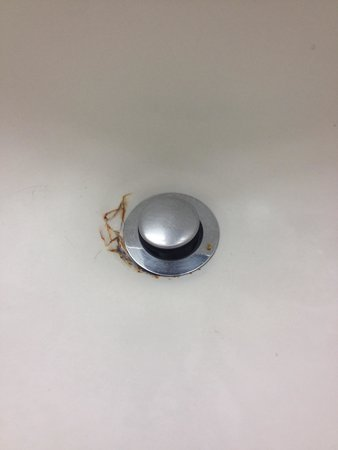 Days Inn & Suites Elyria: Sink outside bathroom