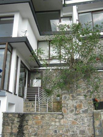Theva Residency: hotel vanaf zwembad