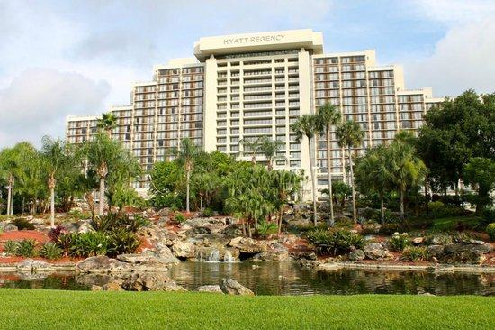 Hyatt Regency Grand Cypress: The hotel as we arrived
