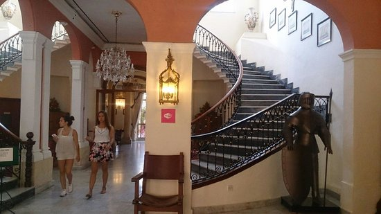 Imperial Hotel: Reception stairs