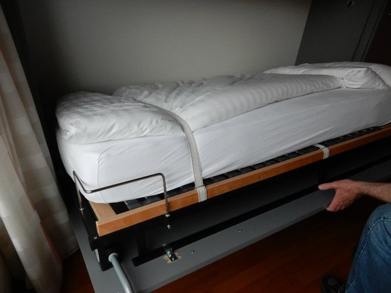 Hotel Rothaus: Drop down bed!