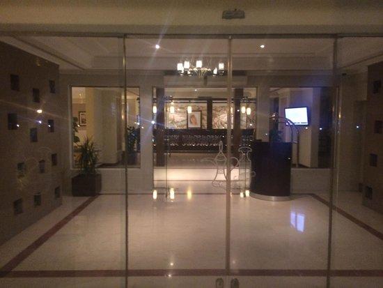Al Falaj Hotel : Entrance