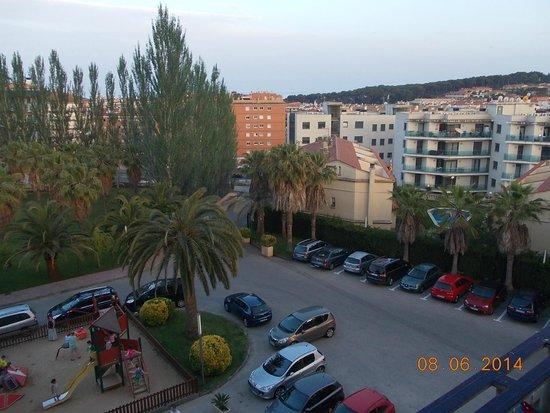 Aparthotel Costa Encantada: Вид на парковку