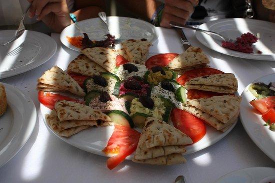 Naoussa Restaurant: Mixed mezze hhhmmm!!