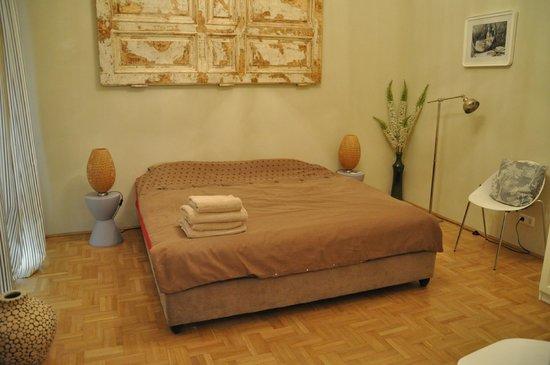 Entre Amis Apartments Budapest: 1 van de slaapkamers