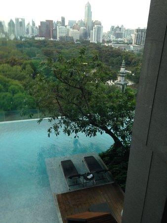 SO Sofitel Bangkok: Piscina vista do SPA