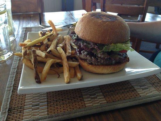 The Rainbow Inn Seafood & Steak House: Burger & Fries