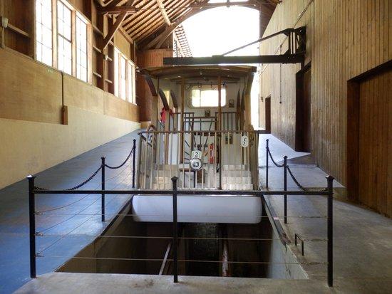 Le Funiculaire de Saint-Hilaire du Touvet : Funiculaire en gare du bas