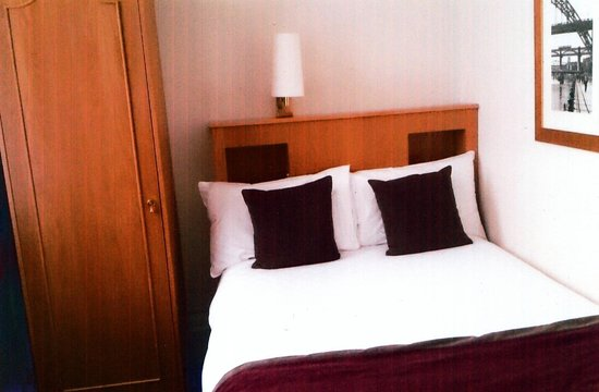 County Hotel: Small Double