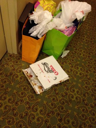 Omni Chicago Hotel: This is sitting in the hall since last night. I can understand if they did not know, but they de