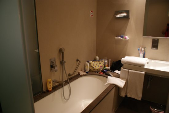 BEST WESTERN Premier Hotel Royal Santina: La salle de bain...
