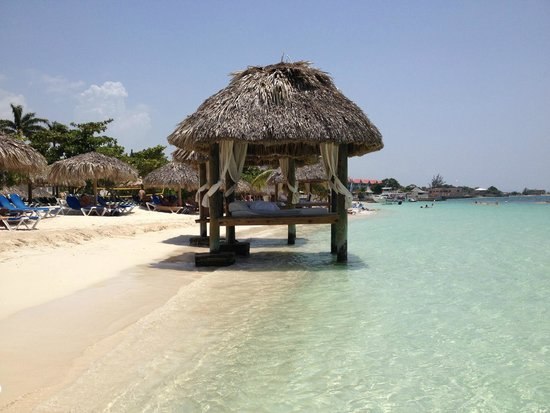 Sandals Montego Bay: couples waterfront cabana