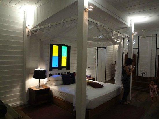 Temple Tree at Bon Ton: king size bed