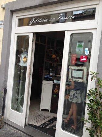 Gelateria della Passera: Less is more - find this small hideaway for gelato!