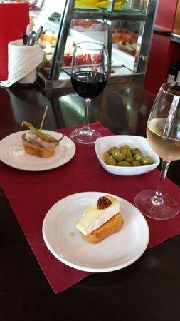 Restaurante Casa Ortega: pinchos elaborados de vitrina