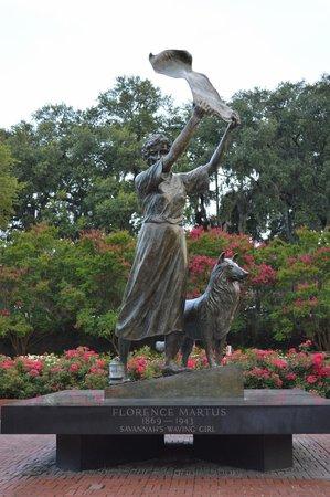 River Street Savannah: The waving lady