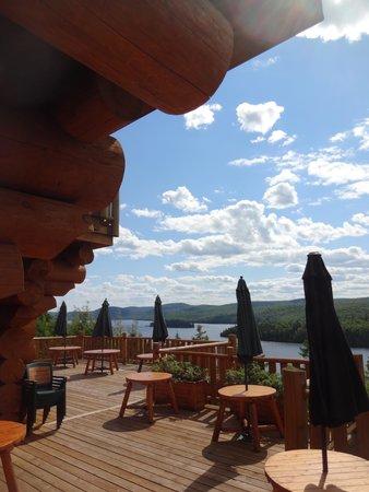 Hotel Sacacomie: Vue extérieure côté lac