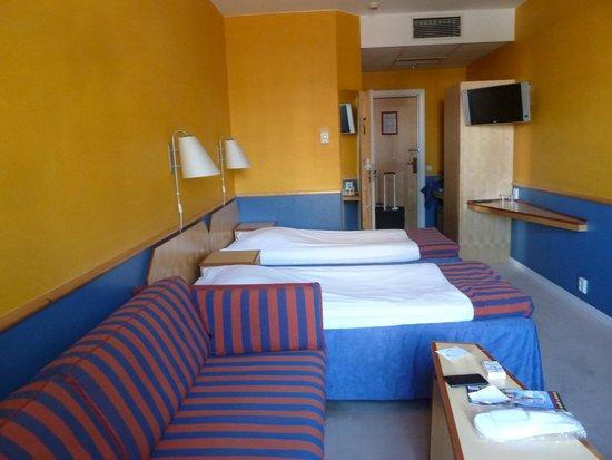 Katerina City Hotel: habitacion