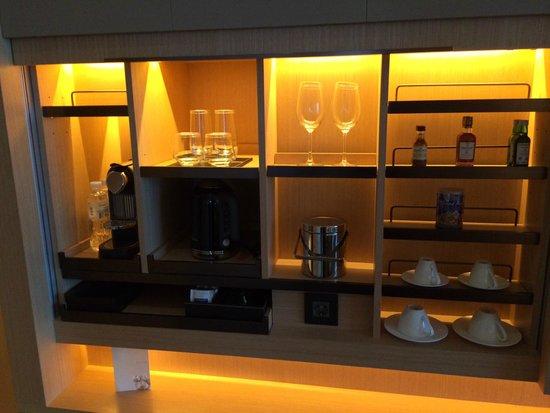 Conrad Seoul : Nespresso coffee and wet bar