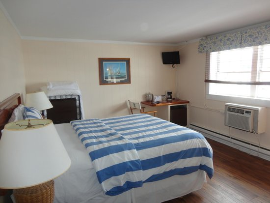 Bannister's Wharf Guest Rooms: room