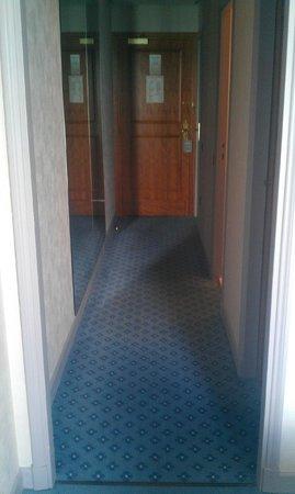 Le Palace de Menthon : couloir chambre