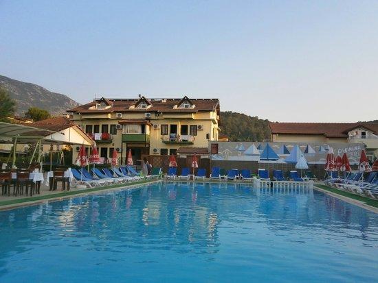 Carmina Hotel: Pool area