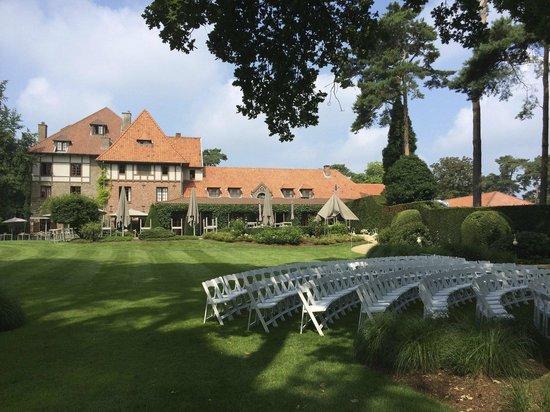 La Butte Aux Bois Hostellerie : The main building and the garden ... (wedding ceremony soon !)