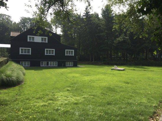 Domaine La Butte aux Bois : Garden around the Villa