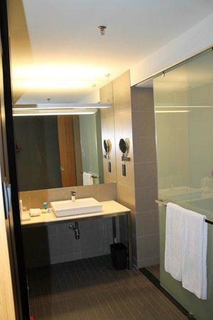 Aloft Kuala Lumpur Sentral: bathroom