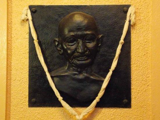 Gandhi-Museum Mani Bhavan: Bronze in the museum