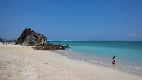 Bombora Bungalows: Beautiful beach which is 10 mins walk away