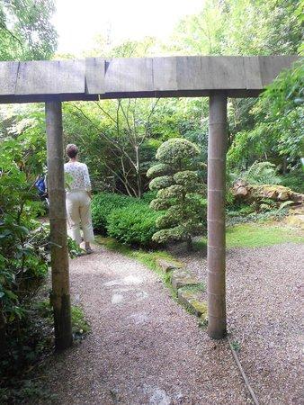 The Japanese Garden: nice archway in the garden