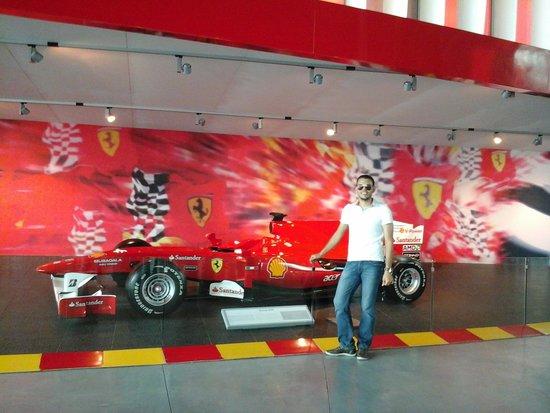 Dubai Tours R Us: Ferrari