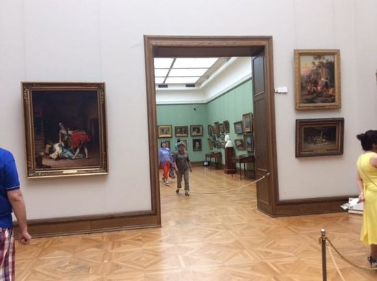 Galerie Tretiakov (Lavrouchinski) : Highly recommend audio guide to add context to the gallery collection