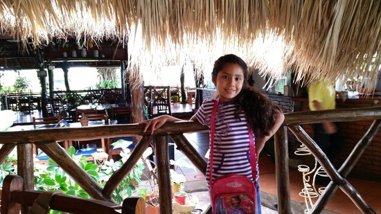 Mi Viejo Ranchito: Enjoying the atmosphere and great food
