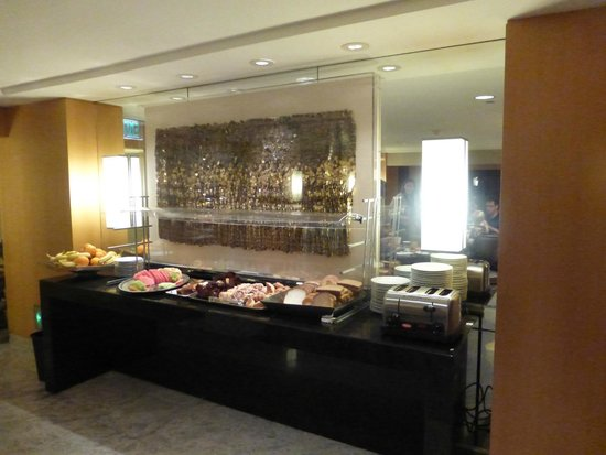 Hilton Los Angeles Airport: Breakfast in Executive Lounge