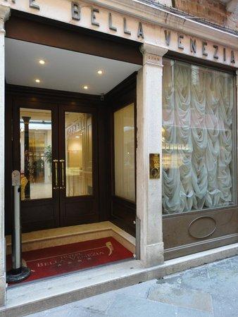 Bella Venezia: Front of hotel