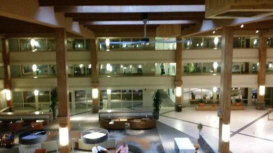 Crowne Plaza, Suffern: Lobby from 3rd Floor Balcony