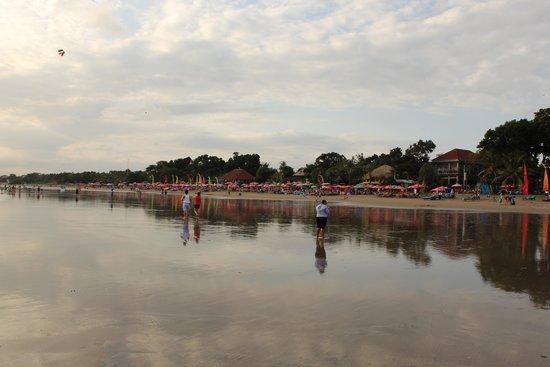 Double Six Beach: Beautiful beach as the sun sets