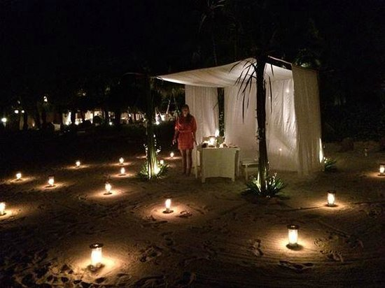 SALA Samui Choengmon Beach Resort : A Romantic Candlelit Dinner on The Beach