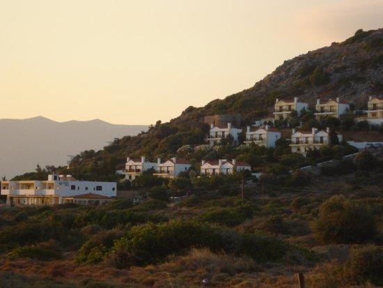 Mediterraneo Hotel: FLANC de colline vue de la fenêtre, la mer est sur le côté