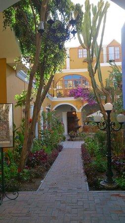 La Hosteria: The courtyard