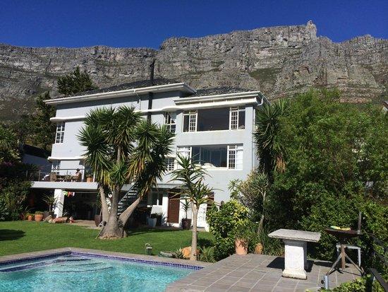 Blue Sky B&B : Das Blue Sky mit Tafelberg im Hintergrund