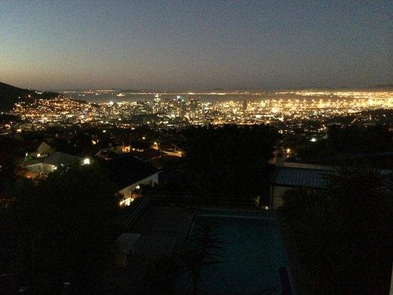 Blue Sky B&B: Nachtblick Richtung Cape Town