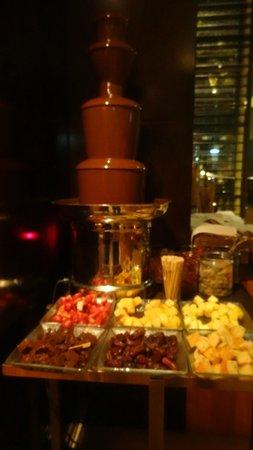 Park Hyatt Abu Dhabi Hotel & Villas: Schokobrunnen