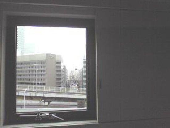 HOTEL MYSTAYS Shin Osaka Conference Center: 部屋の窓