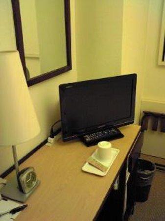 HOTEL MYSTAYS Shin Osaka Conference Center: テレビ周辺