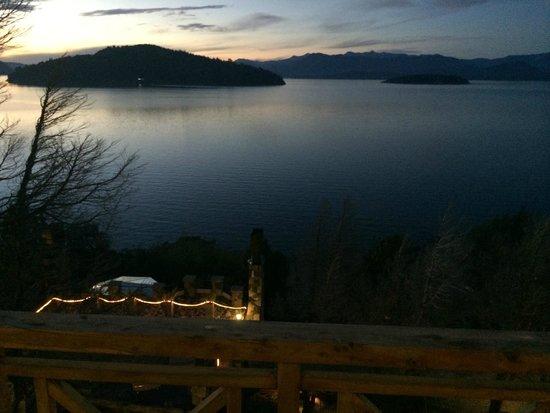 Lirolay Suites: Vista do lago
