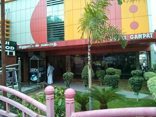 Hotel Ganpat: The front view